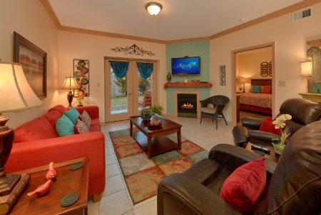 Bear Footin In The Smokies: 2 Bedroom Sevierville Cabin Rental