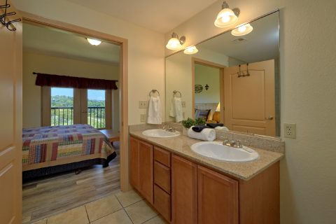 Master Bath Room 2 Bedroom Condo - Mountain View 5706