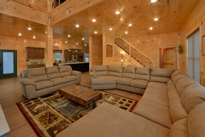 8 Bedroom Pool Cabin with an Open Floorplan - Mountain View Pool Lodge
