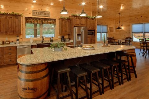 8 Bedroom Cabin with a Fully-Stocked Kitchen - Mountain View Pool Lodge
