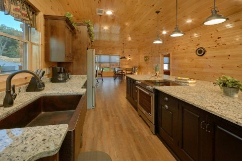 8 Bedroom Pool Cabin with an Island Kitchen - Mountain View Pool Lodge