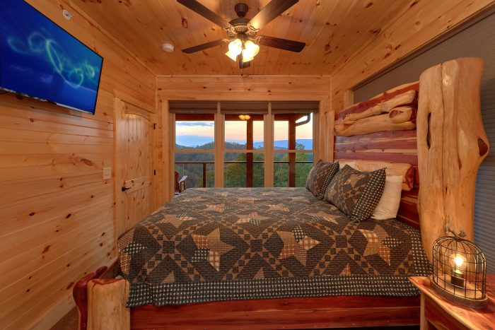 8 Bedroom Pool Cabin with a King Bed - Mountain View Pool Lodge