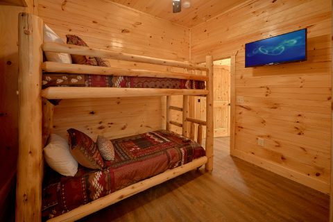 8 Bedroom Cabin with Bunk Beds - Mountain View Pool Lodge