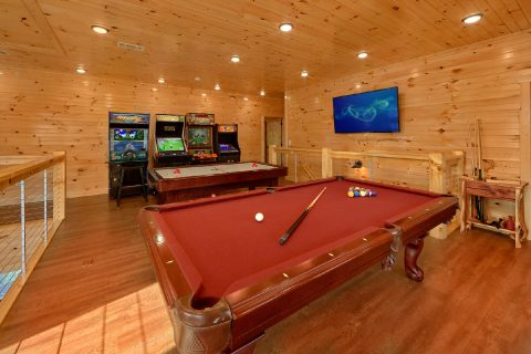 8 Bedroom Pool Cabin with a Loft Game Room - Mountain View Pool Lodge