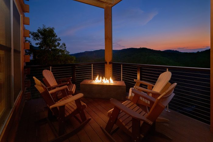 8 Bedroom Pool Cabin with an Outdoor Fireplace - Mountain View Pool Lodge