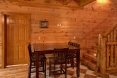 8 Bedroom Cabin Sleeps 24 with Extra Seating