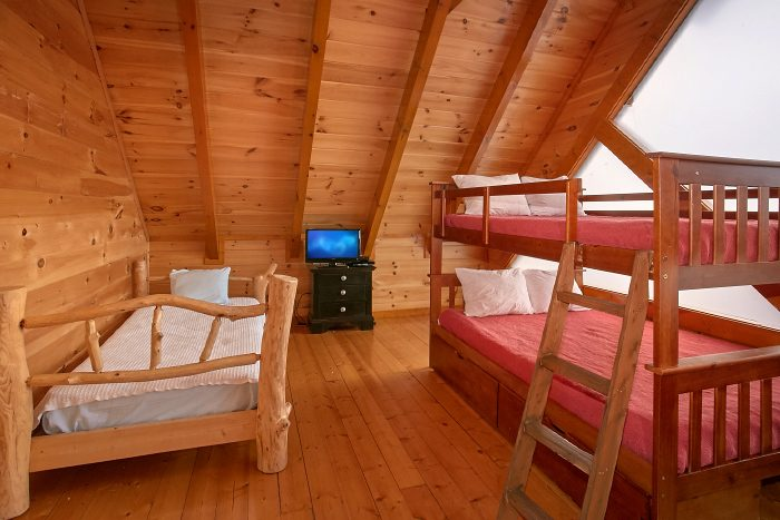 8 Bedroom Cabin Sleeps 24 with Extra Beds - Grand Theater Lodge