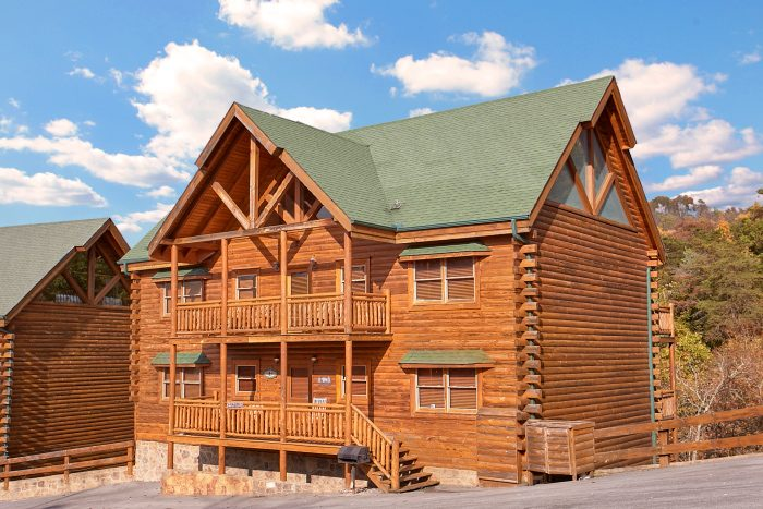 8 Bedroom Cabin Sleeps 24 in Black Bear Resort - Grand Theater Lodge