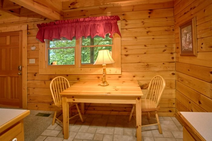 Rustic Cabin with Kitchen and Dining Table - Mtn Dreams