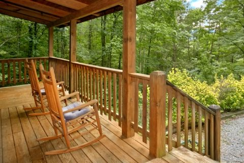 Rustic Cabin Nestled in a Wooded Setting - Mtn Dreams