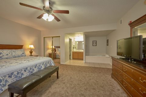 King Master Suite with Jacuzzi Tub - My Pigeon Forge Retreat