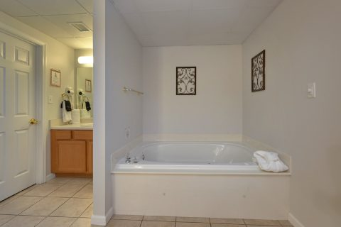 Jacuzzi tub Master Suite - My Pigeon Forge Retreat
