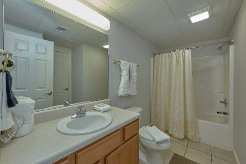 3 Full Bathroom 3 Bedroom Cabin Sleeps 6 - My Pigeon Forge Retreat
