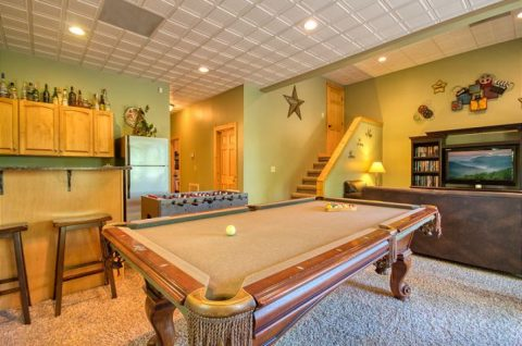 Pool Table 5 Bedroom Cabin Sleeps 20 - Mystic Ridge