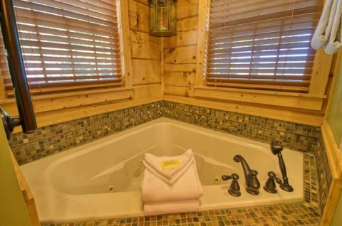 Jacuzzi Tub in Master Suite - Mystic Ridge
