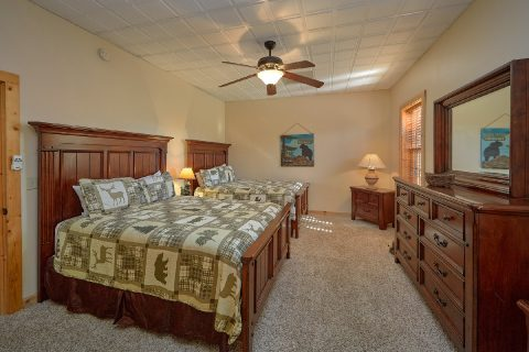 Spacious 5 Bedroom 4 1/2 Bath Cabin Sleeps 20 - Mystic Ridge