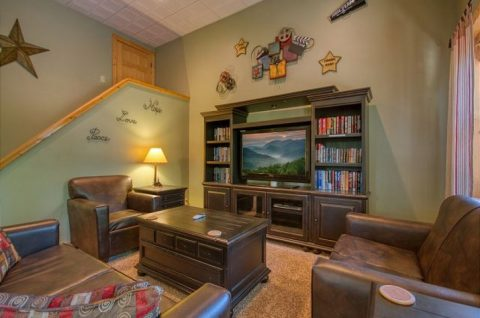 5 Bedroom Cabin with Extra Seating in Game Room - Mystic Ridge