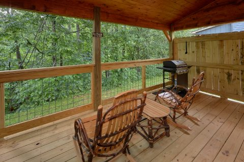2 Bedroom cabin with Gas grill and Rocking Chair - Mystical Mornings
