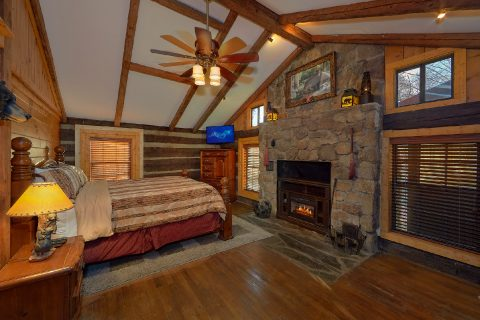 King Bedroom Cabin with Electric Fireplace - Nana's Place