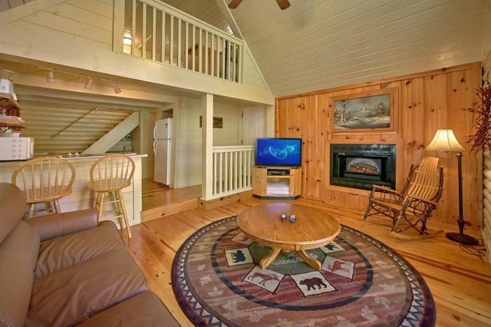 Cabin with living room fireplace - Nikhia's Loft