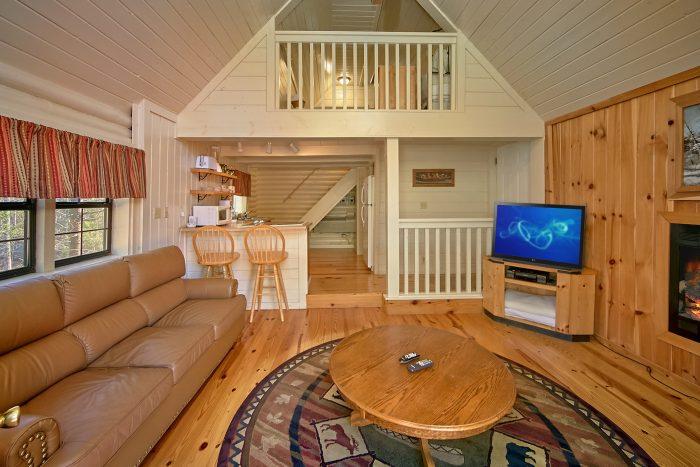 Wears Valley Honeymoon Cabin with fireplace - Nikhia's Loft