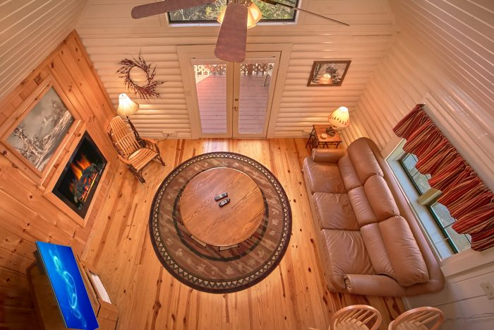 Cabin with fireplace and private deck - Nikhia's Loft
