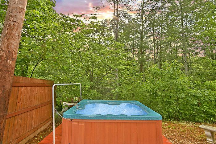 Honeymoon cabin with Hot Tub - Nikhia's Loft