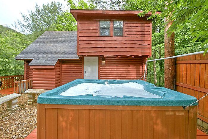 Cabin with private hot tub - Nikhia's Loft