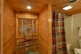 Secluded Gatlinburg cabin with 2 bathrooms