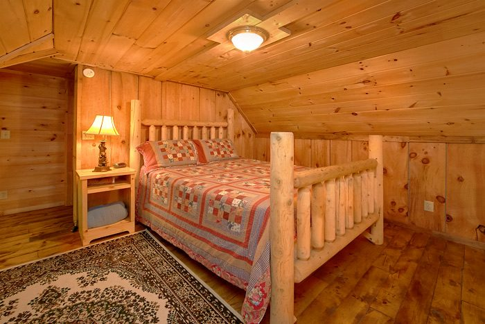Cabin with a Queen bed in the Loft Area - On the Creek