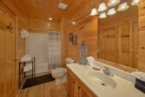 4 Bedroom 3 Bath Cabin Sleeps 14 - On The Rocks