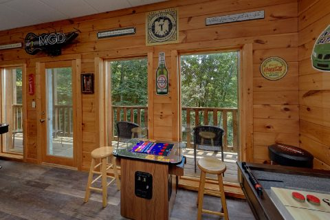 Arcade Game Table 2 Bedroom Cabin - One More Night