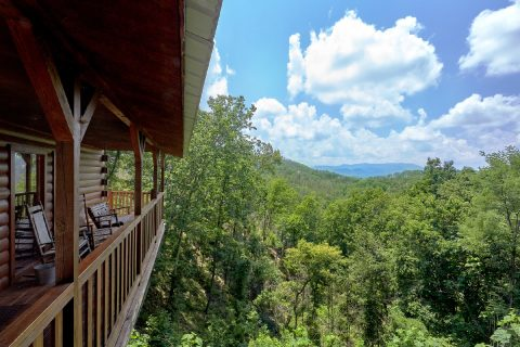 2 Bedroom 2 Bath Cabin with Private Decks - One More Night