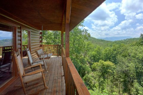 Large Deck Space 2 Bedroom Cabin Sleeps 6 - One More Night