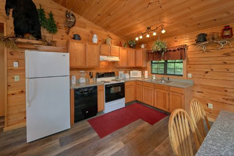 Cabin with full Kitchen and Dining Area - One More Night
