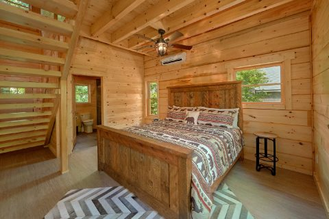 Luxurious 1 Bedroom cabin with King Bed - Out On A Limb