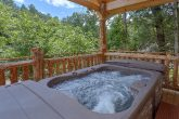 Honeymoon Cabin with Hot Tub on the deck