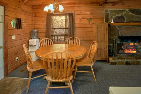 3 bedroom cabin with full kitchen and fireplace - Owl's Mountain View