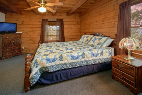 Rustic Cabin with King Master Bedroom and bath - Owl's Mountain View