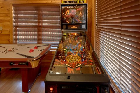 1 Bedroom Cabin Sleeps 8 Pinball Game - Panorama
