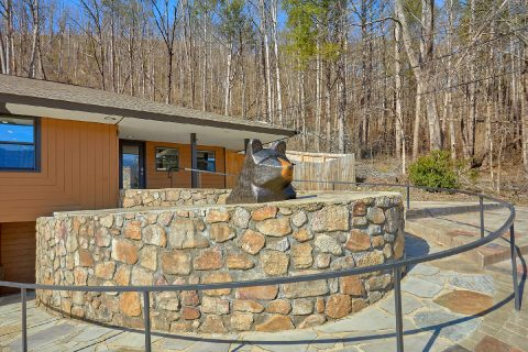 Spacious 4 Bedroom Cabin in Downtown Gatlinburg - Parkway Hillside Villa