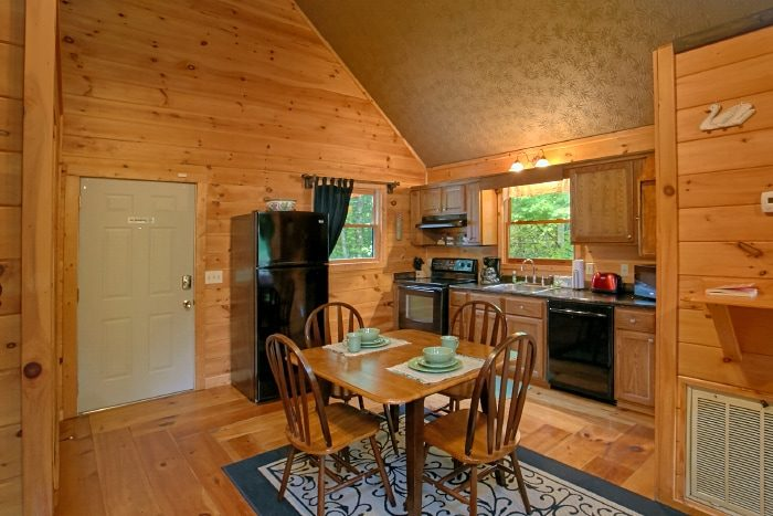 Honeymoon Cabin for 2 with Dining Table - Passion Pointe