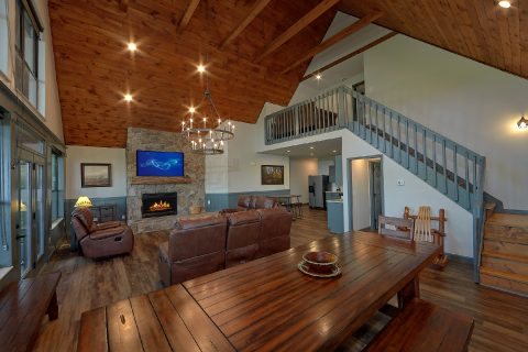 Luxurious 6 Bedroom 4 Bath Cabin Sleeps 17 - Patriots Point Retreat