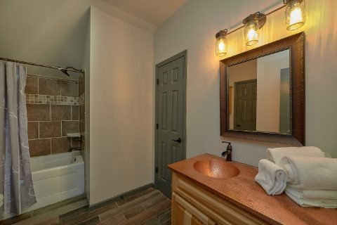 Well Furnished 6 Bedroom Cabin wit a Pool - Patriots Point Retreat