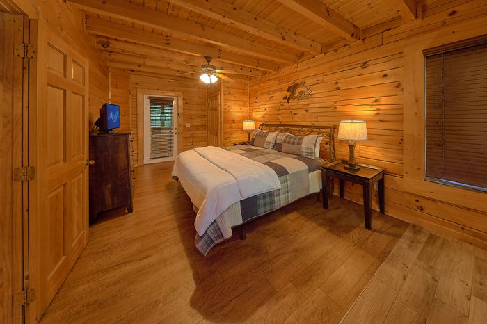Cabin with King Suite - Paws A While