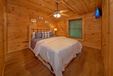 Cabin with Queen Bed - Paws A While