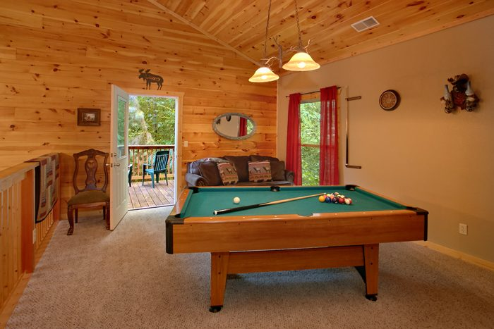 2 Bedroom Cabin with Pool Table - Pigeon Forge Hideaway