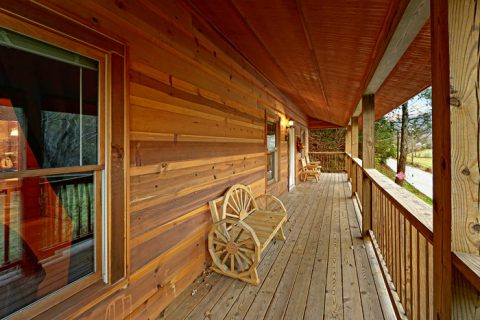 Cabin with Decorative Outdoor Furniture - Pleasant Hollow