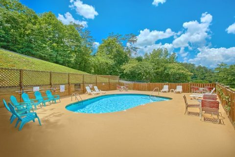 2 Bedroom Cabin with Resort Pool - Pleasant Hollow