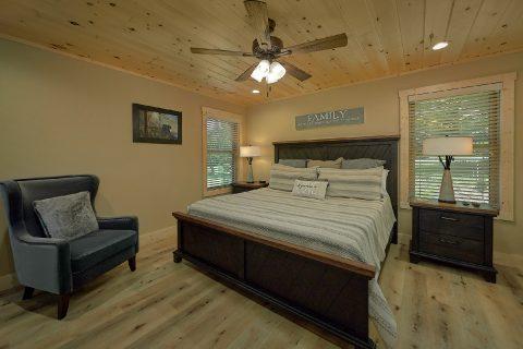 Main Floor Bedroom 2 BEdroom Cabin Sleeps 6 - Pleasant View